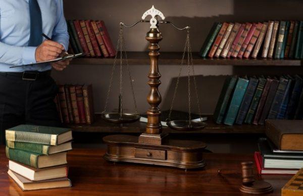 現金化は法律的に利用しても問題ないのか?